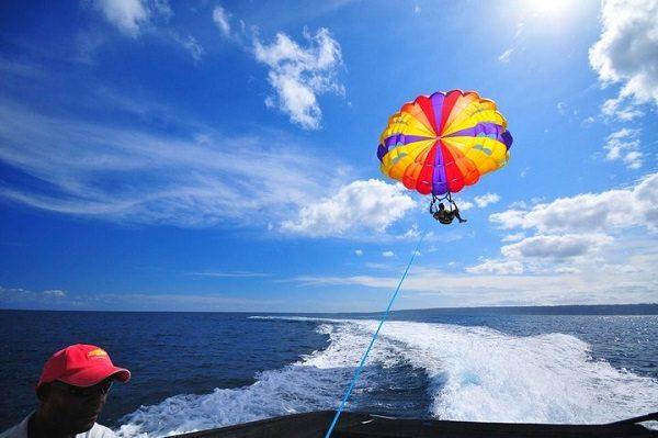 Совершить полет на парашюте за катером