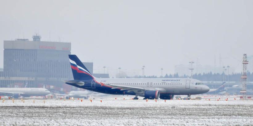 Авиакомпания «Аэрофлот» заявила, что выплатит компенсации пассажирам шести рейсов, вылет которых 1 декабря из аэропорта Шереметьево задержался более чем на четыре часа.
