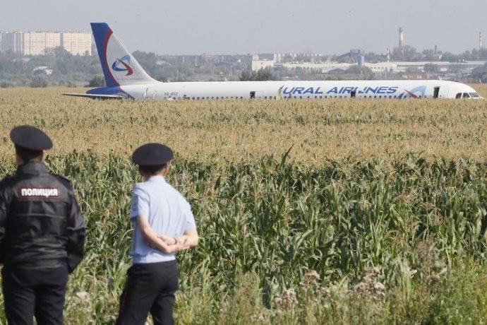 Посадка Airbus A321 в кукурузу сразу после взлета