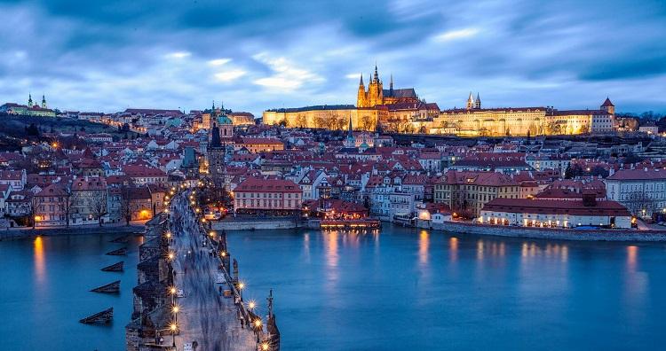 Ural'skie avialinii poletjat v Pragu