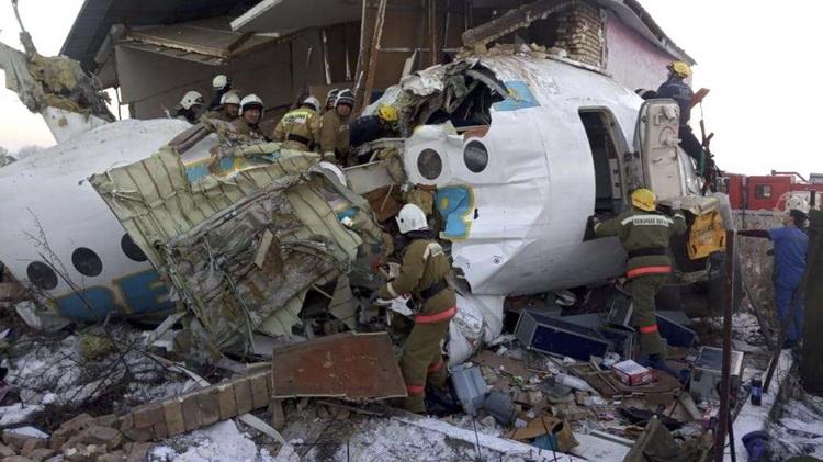 В Алматы разбился самолет Bek Air — много погибших (ВИДЕО)