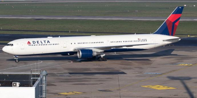 Delta дистанцирует пассажиров в салоне